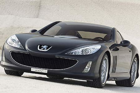 Czy peugeot 907, który pokazany zostanie wkrótce w Paryżu stanie się modnym autem? / kliknij /INTERIA.PL