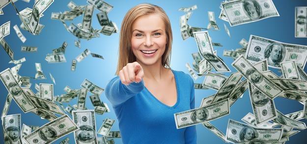 Czy pieniądze spadają z nieba? /©123RF/PICSEL