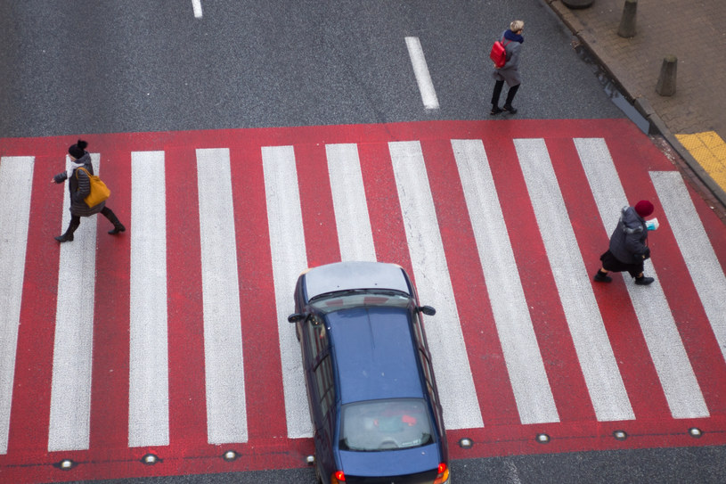 Czy piesi będą mogli wchodzić wprost pod samochody? /Andrzej Iwańczuk /Reporter