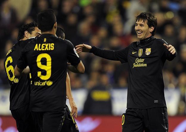Czy piłkarzy Barcy - Messi, Alexis i Xavi - znowu będą w dobrych nastrojach? /AFP