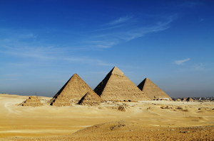 Czy piramidy zostały zbudowane jako schrony przed uderzeniem meteorytów?