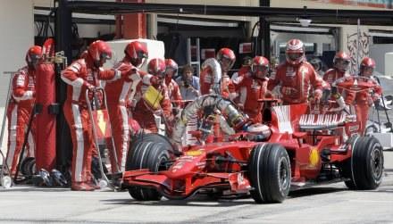 Czy pit-stopy przejdą do historii F1? /AFP