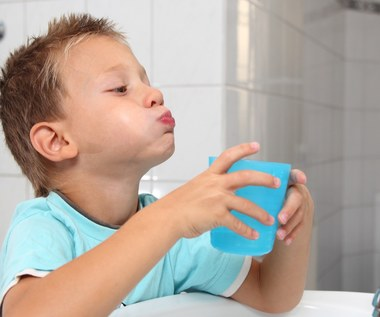 Czy płukanie zębów po myciu jest niewłaściwym nawykiem?