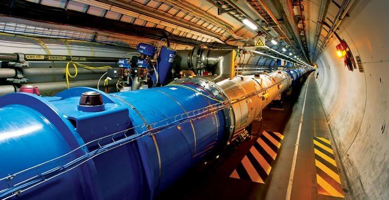 Czy po bozonie Higgsa, LHC namierzy także ciemne fotony? /materiały prasowe