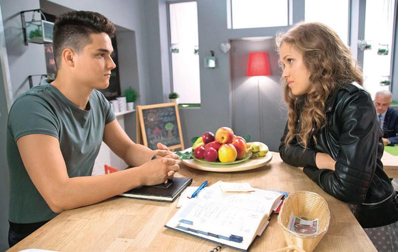 Czy po rozstaniu z Robertem Angela zwiąże się z zakochanym w niej po uszy Erykiem? /Świat Seriali