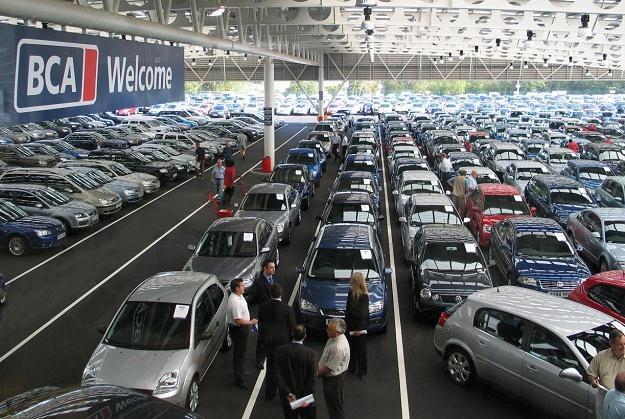 Czy Polacy zaczną masowo przywozić auta z Wysp? /