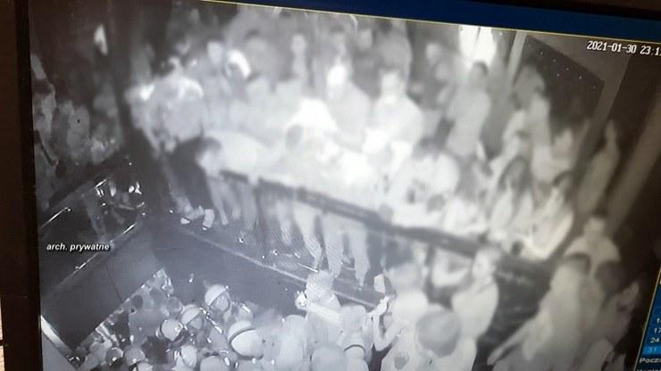 Czy policja użyła gazu w klubie w Rybniku? /Polsat News