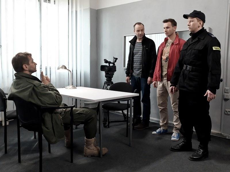 Czy policji uda się uratować Miksera i Radka, który postanawia spełnić żądania szaleńca? /Bogdan Bogielczyk /ATM