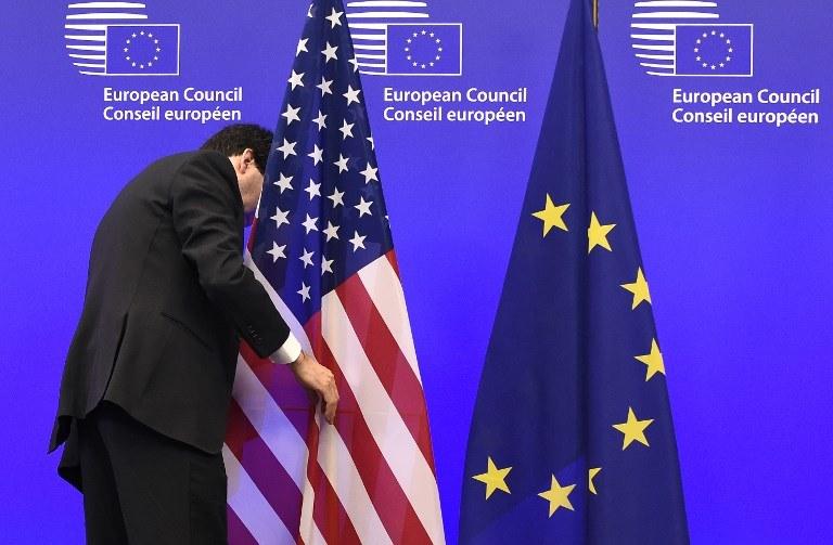 Czy Polska będzie musiała wybierać między Brukselą a Waszyngtonem? /JOHN THYS /AFP