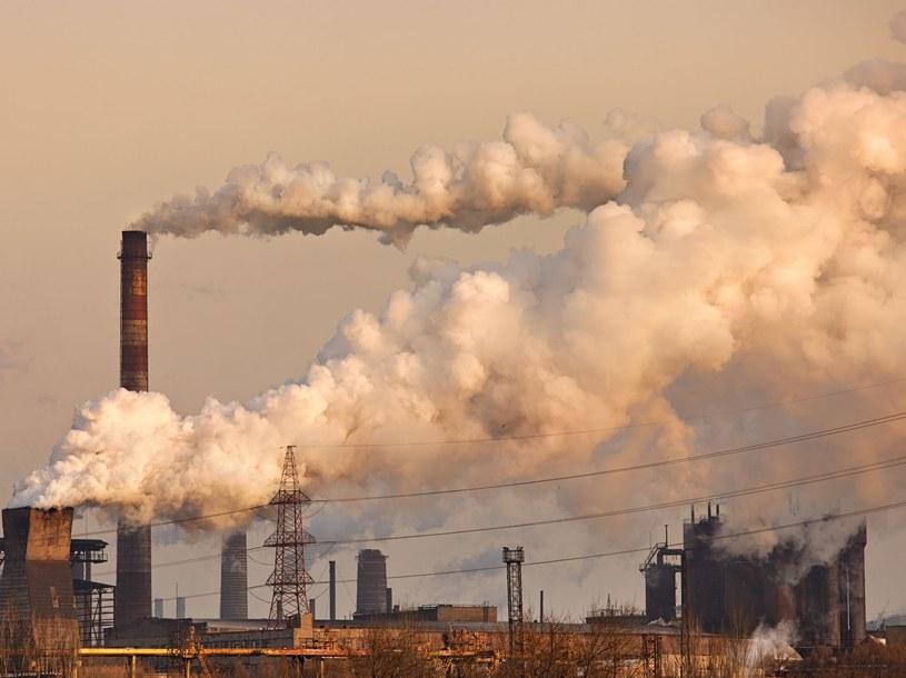 Czy powstanie skuteczny globalny system handlu emisjami? Fot. Nickolay Khoroshkov /123RF/PICSEL