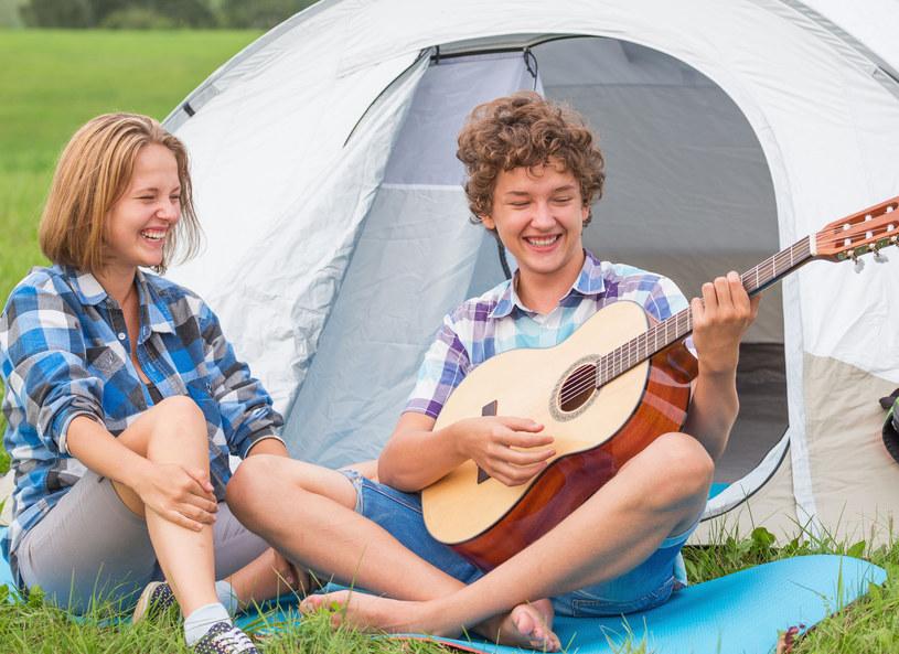 Czy pozwolić nastolatce na wyjazd ze znajomymi? /123RF/PICSEL