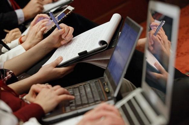 Czy protesty internautów przyniosą skutek, czy są jedynie gorącym tematem dla dziennikarzy? /AFP