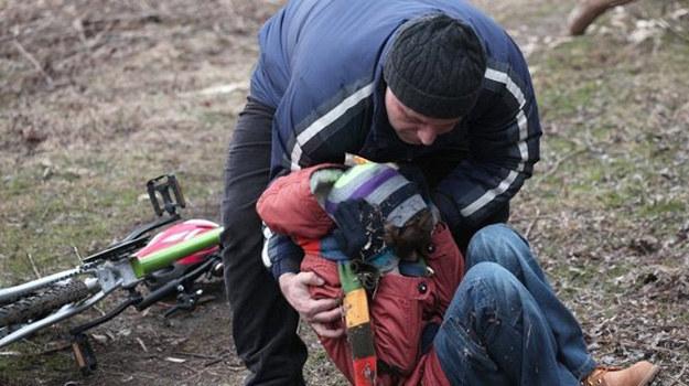 Czy Rafał porwie małego Antka - i zemści się na Mostowiakach, którzy wcześniej ostrzegli przed nim Annę? /www.mjakmilosc.tvp.pl/
