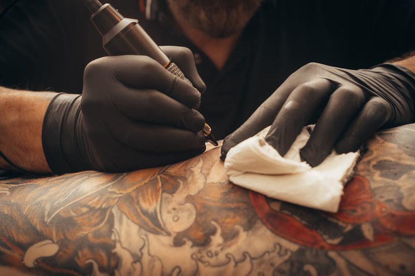 Czy robienie tatuażu jest bezpieczne? /©123RF/PICSEL