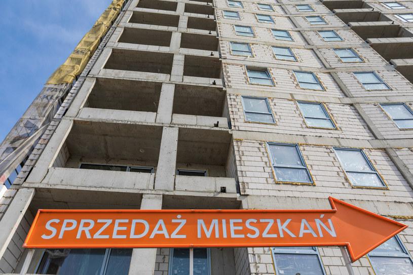 Czy rosnące stopy procentowe wyhamują szaleństwo na krajowym rynku mieszkań? / Arkadiusz Ziolek /East News