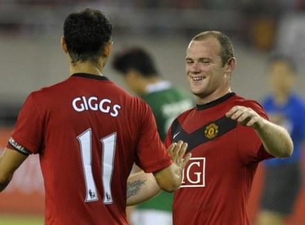 Czy Ryan Giggs (z lewej) i Wayne Rooney poprowadzą MU do kolejnego tytułu? /AFP