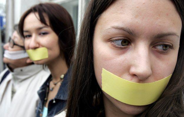 Czy rząd kolejny raz stara się wprowadzić w Polsce cenzurę internetu? /AFP