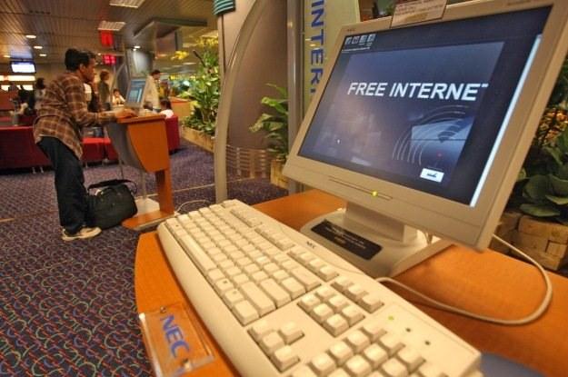 Czy rzeczywiście doczekamy się internetu tak szybkiego dzięki UE? /AFP
