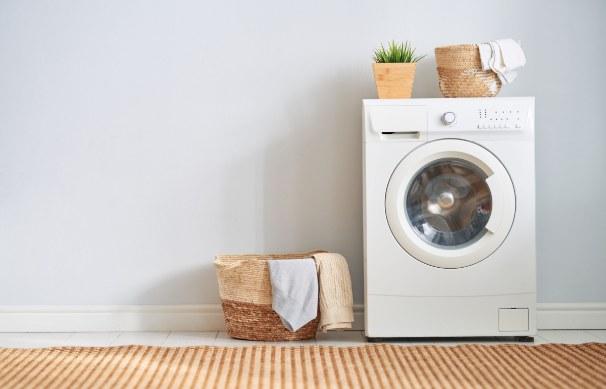 Czy samo pranie wystarczy, aby ubrania były czyste? /123RF/PICSEL