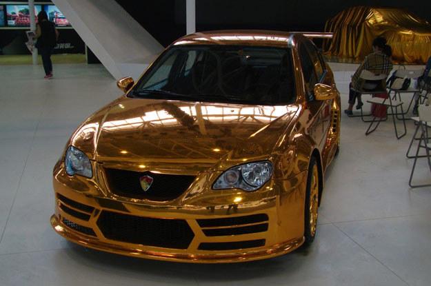 Czy samochody w kolorze gold metalic... /INTERIA.PL
