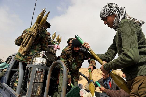 Czy siły lojalne wobec Muammara Kadafiego przejęły kontrolę nad Misratą? /AFP