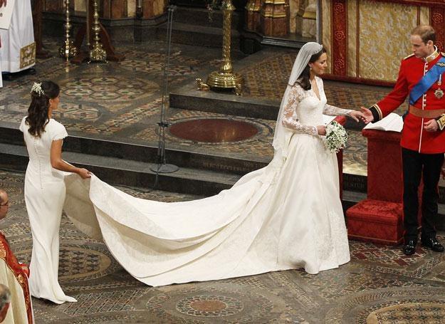 Czy siostra przyćmiła pannę młodą? /AFP