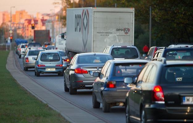 Czy stare diesle powinny jeździć po centrach miast? / Fot: Andrzej Stawiński /Reporter