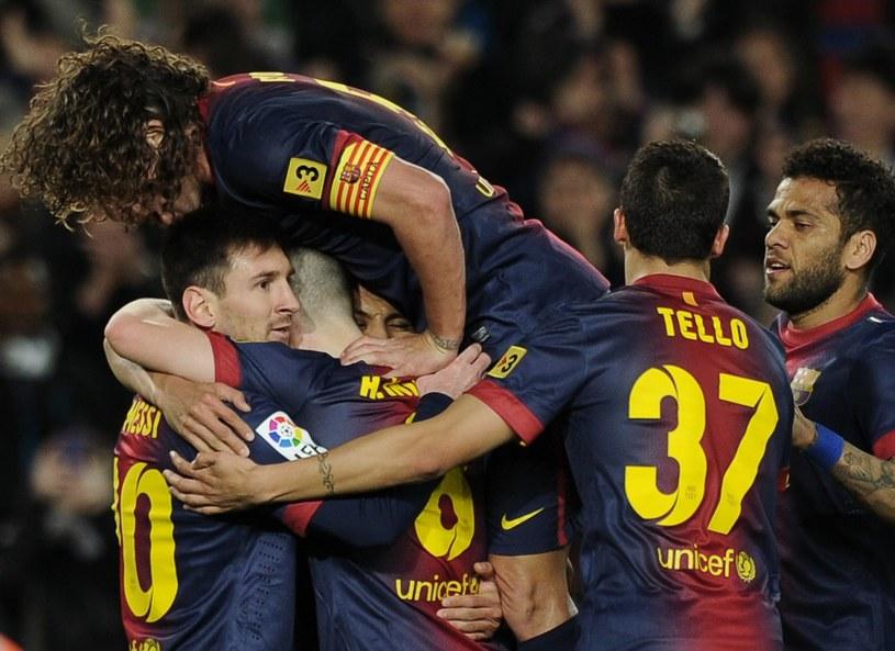 Czy tak będą się cieszyć piłkarze FC Barcelona w meczu z Milanem? /AFP