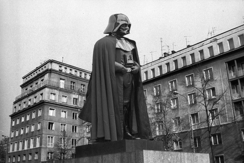 Czy tak wyglądałby pomnik Dartha Vadera w centrum Nowej Huty? fot. Andrzej Stawiarski/Forum/Roberto Ricciuti/Getty Images /INTERIA.PL