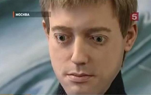 Czy ten android będzie mógłb w przyszłości posiadać ludzki umysł. /materiały prasowe