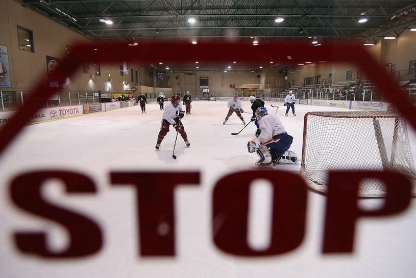 Czy ten sezon w NHL da się jeszcze uratować? /AFP