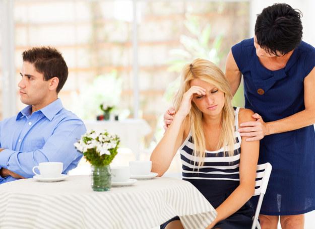 Czy teściowa powinna wtrącać się w sprawy małżonkow? /123RF/PICSEL