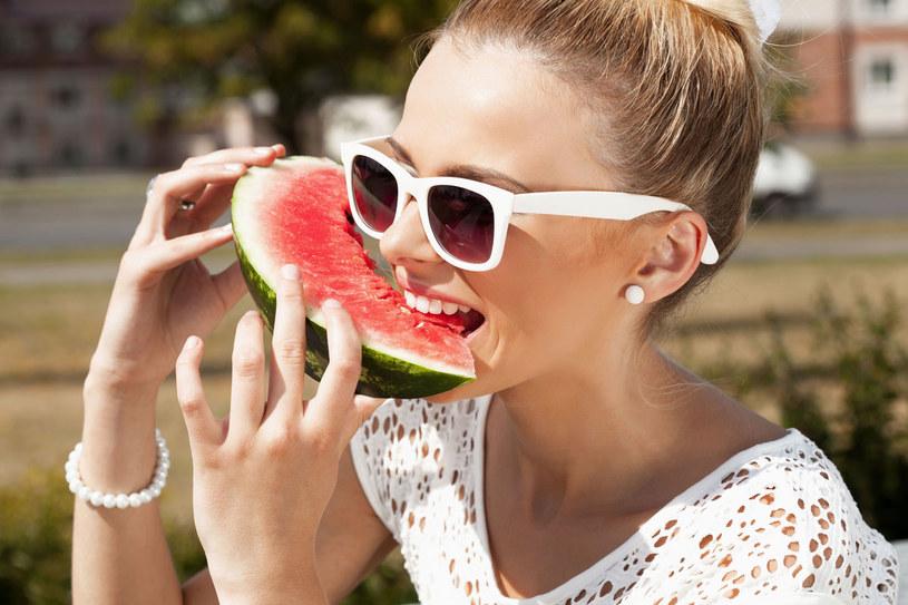 Czy to nie jest oczywiste, że warzywa i owoce są zdrowe, a nadmiar mięsa szkodzi? Zwolennicy odkwaszania w chwytliwy sposób promują teorie dobrze znane - twierdzą lekarze /123RF/PICSEL