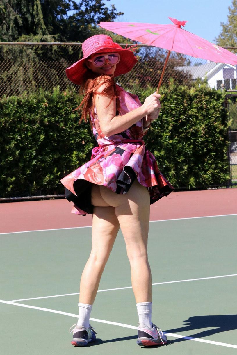 Czy to odpowiedni strój na kort tenisowy? Może być trochę niewygodnie! /Backgrid/East News /East News