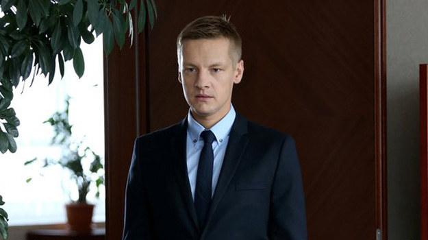 Czy to ostatnie chwile Piotrka w kancelarii? /www.mjakmilosc.tvp.pl/