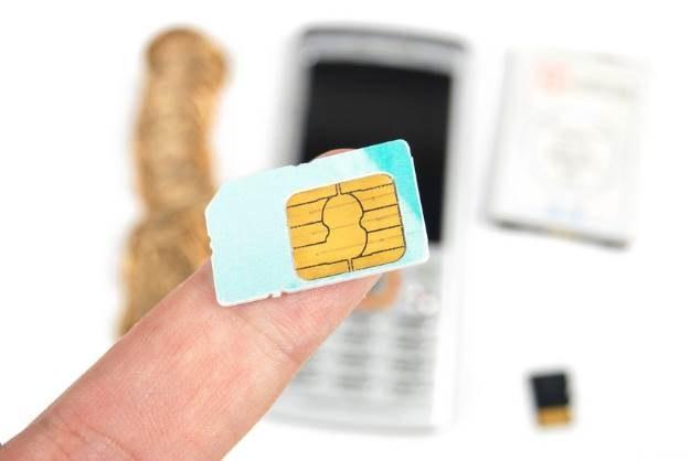 """Czy to początek końca """"telefonów za złotówkę""""? /123RF/PICSEL"""