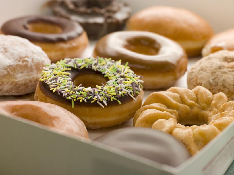 Czy to prawda, że słodycze sprzyjają rozwojowi nowotworów? /© Glowimages