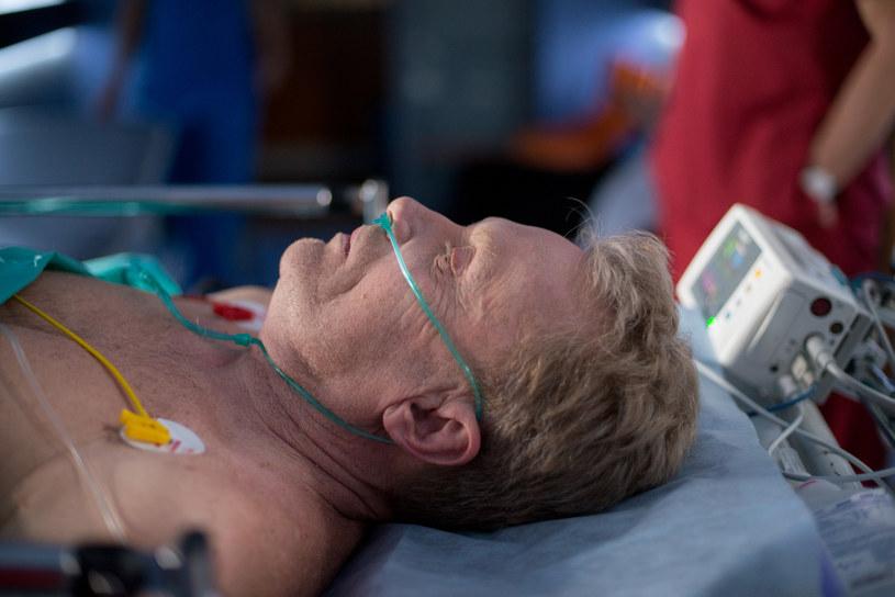 Czy to, że synowa uratowała życie Gustawowi, zmieni jego nastawienie do niej? /x-news/ Piotr Litwic /TVN