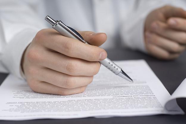 Czy trzecia umowa na czas określony będzie znów stawać się umową bezterminową? /© Panthermedia