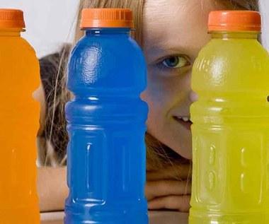 Czy twoje dziecko powinno pić napoje izotoniczne?