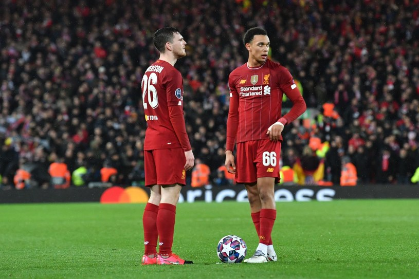 Czy uda się dokończyć sezon w Premier League? /AFP