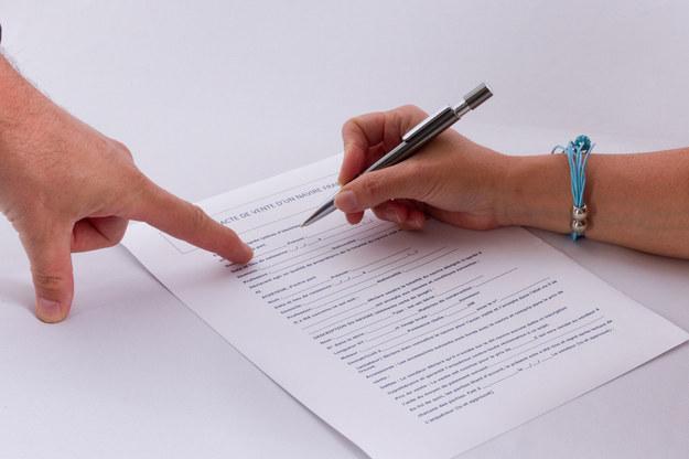 Czy umowy cywilno-prawne powinny przetrwać? /123RF/PICSEL