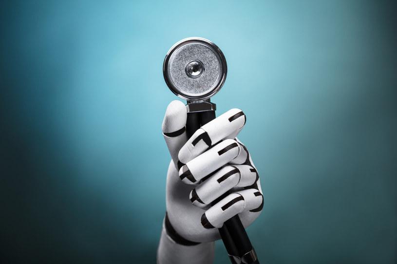 Czy w przyszłości będą leczyć nas roboty? Sztuczna inteligencja już odkrywa nowe leki /123RF/PICSEL