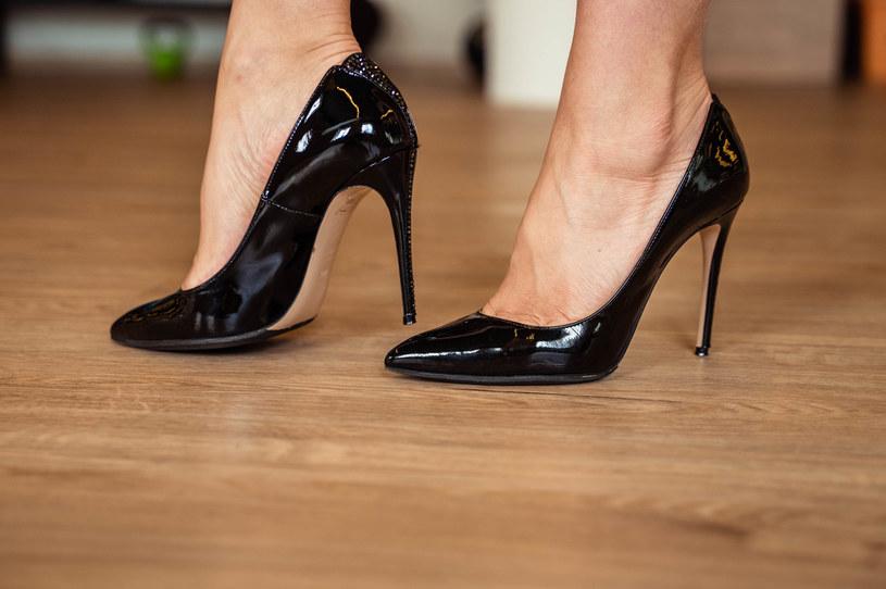 Czy w szpilkach czujesz się bardziej kobieco? /123RF/PICSEL