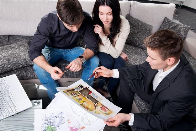 Czy warto kupować nieruchomości przez pośrednika? /©123RF/PICSEL