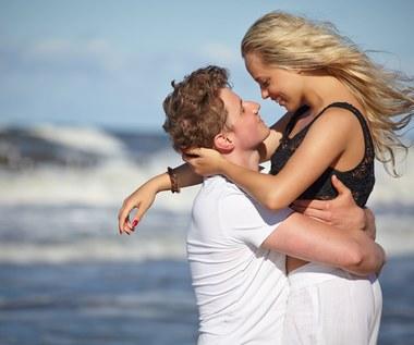 Czy warto mieć romans na wakacjach? Oto cztery ważne zasady