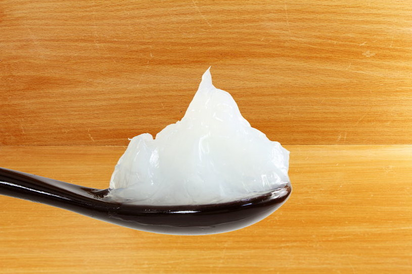 Czy warto używać wazeliny do pielęgnacji skóry? /©123RF/PICSEL