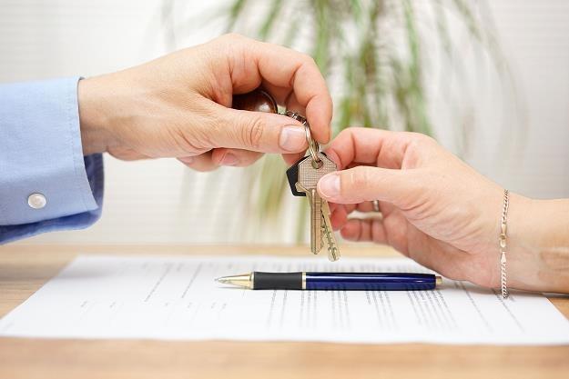 Czy warto zawierać umowy przedwstępne? /©123RF/PICSEL