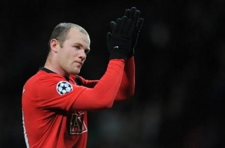 Czy Wayne Rooney w przyszłym sezonie będzie strzelał bramki dla Barcelony? /AFP