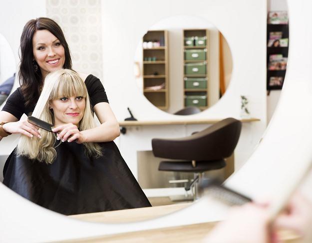 Czy wchodząc do fryzjera, będziemy teraz proszeni o podpisanie oświadczenia? /©123RF/PICSEL